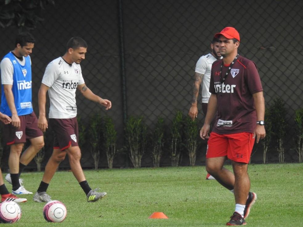 Conselheiros do São Paulo vão ao treino apoiar Jardine