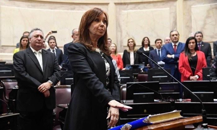 A ex-presidente Cristina Kirchner em seu juramento como senadora em novembro