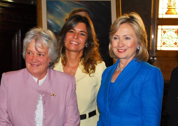 Lucía com Hillary Clinton no Uruguai em 2010 (Foto: Wikimedia Commons)