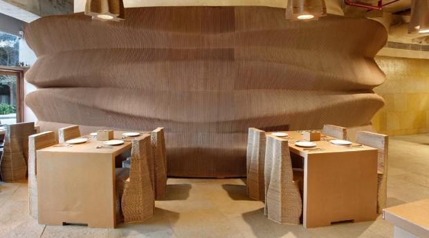 O papelão foi escolhido para trazer atenção para o uso de materiais biodegradáveis (Foto: Divulgação)