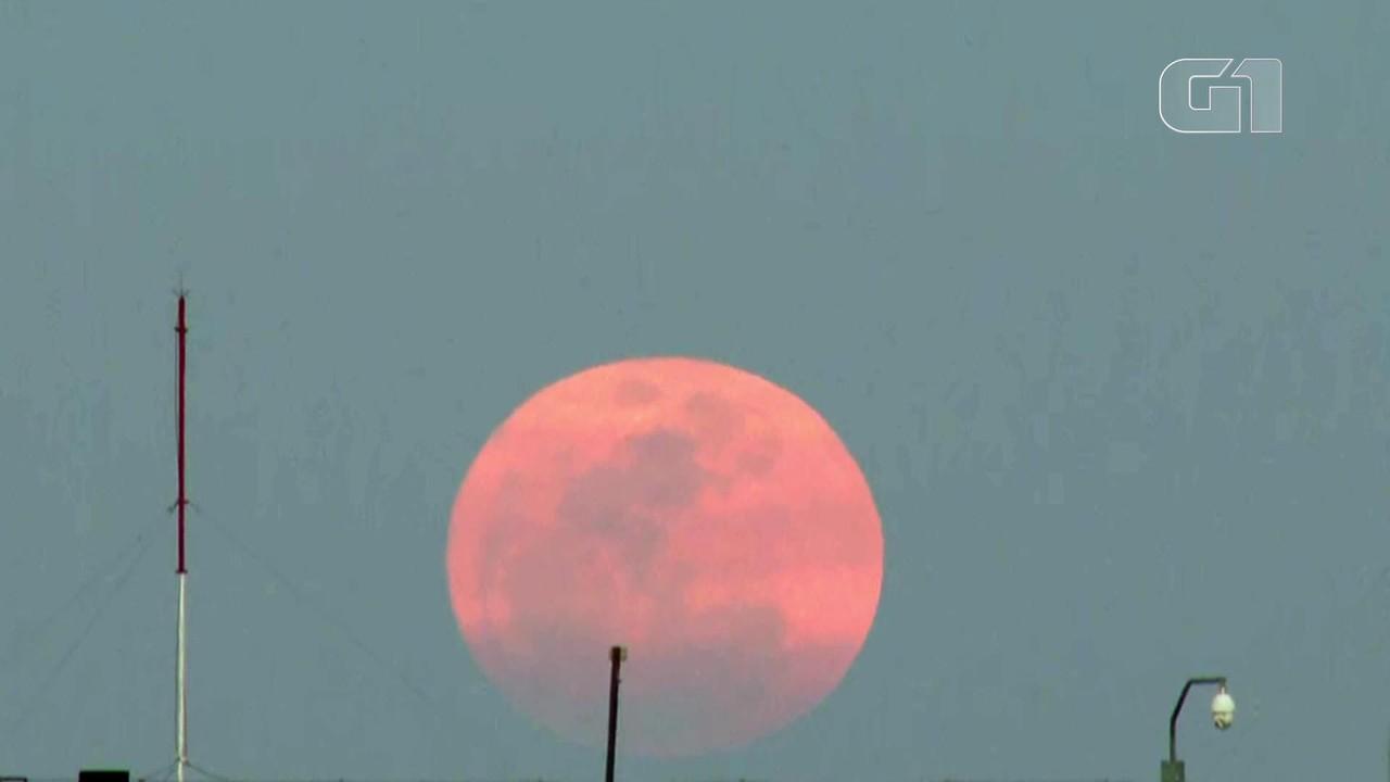 Lua cheia chama a atenção dos moradores de Brasília