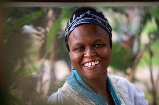 Após se formar em Direito, haitiana Nadine Taleis quer ganhar experiência como advogada e se preparar para concursos públicos (Foto: BBC/ANDRESSA ANHOLETE via BBC News Brasil)