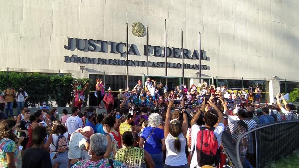 Indígenas protestam contra na sede da Justiça Federal, em Fortaleza. — Foto: Povo Tremembé da Barra/Reprodução