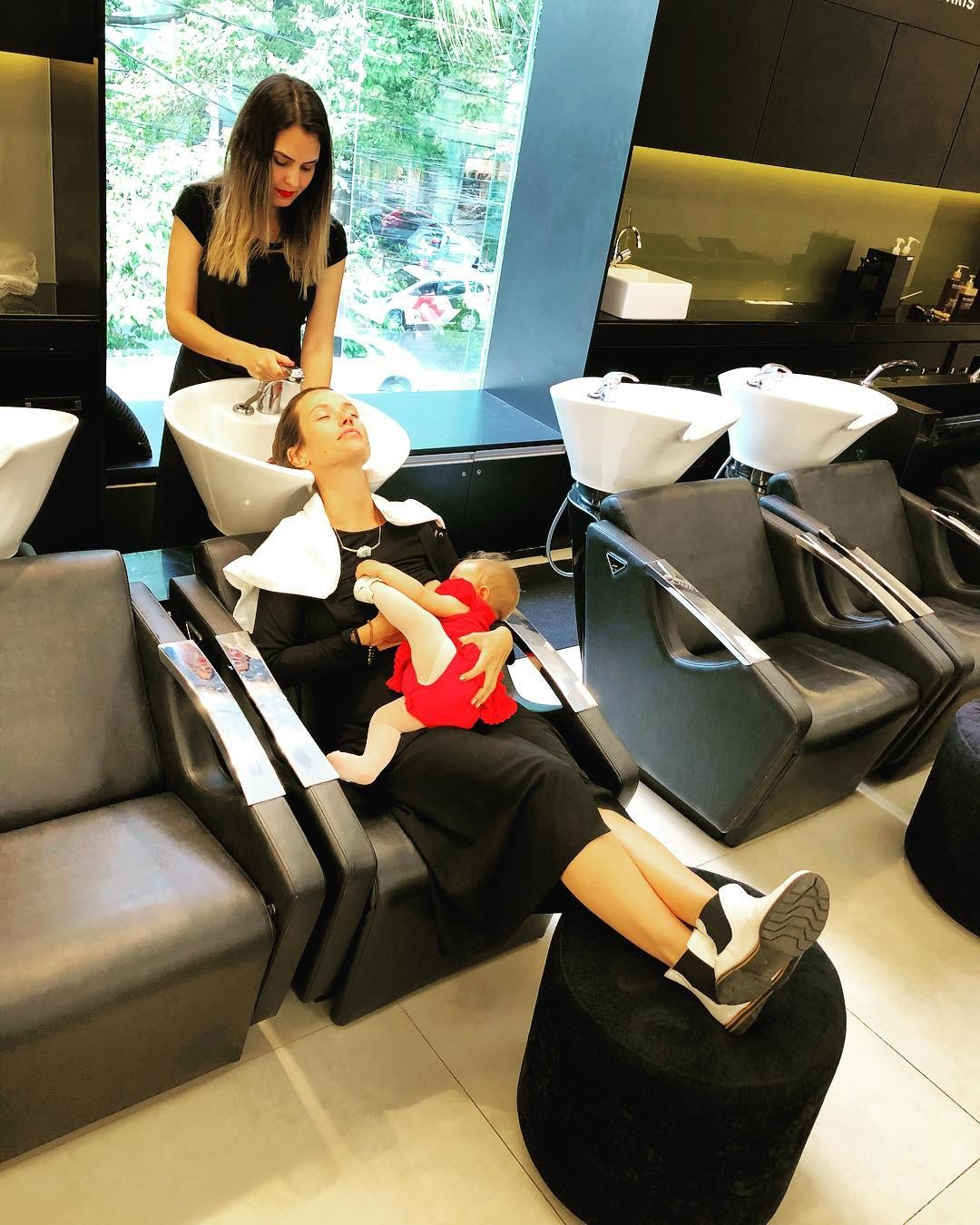 Juliana Didone vai ao salão com a filha (Foto: Reprodução Instagram)