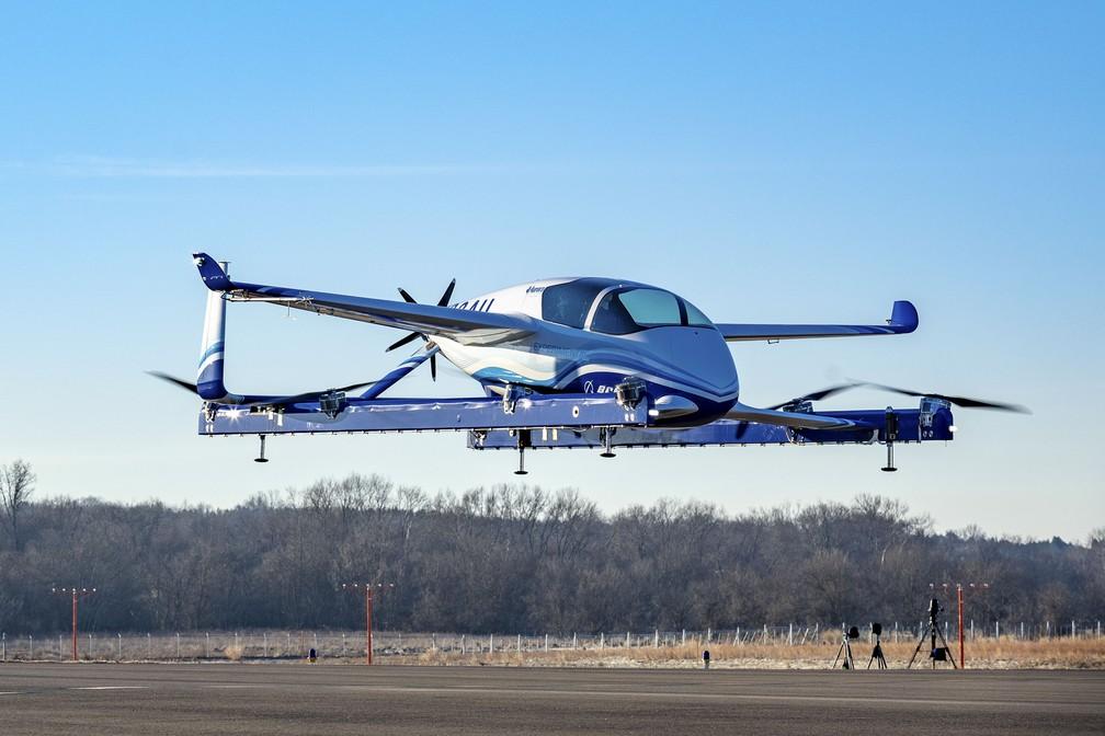 'Carro voador' da Boeing faz primeiro voo de teste — Foto: Ho/Boeing/AFP