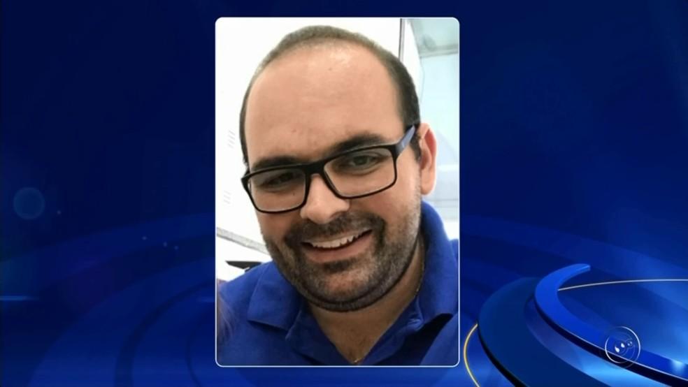 Engenheiro Carlos Henrique Gatto morreu no acidente com carro em que estava o prefeito de Dirce Reis (Foto: TV TEM/Reprodução)