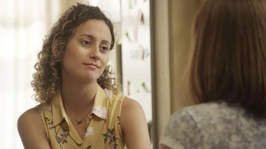 Maria Alice conta para Rosália que passou a noite com Alex