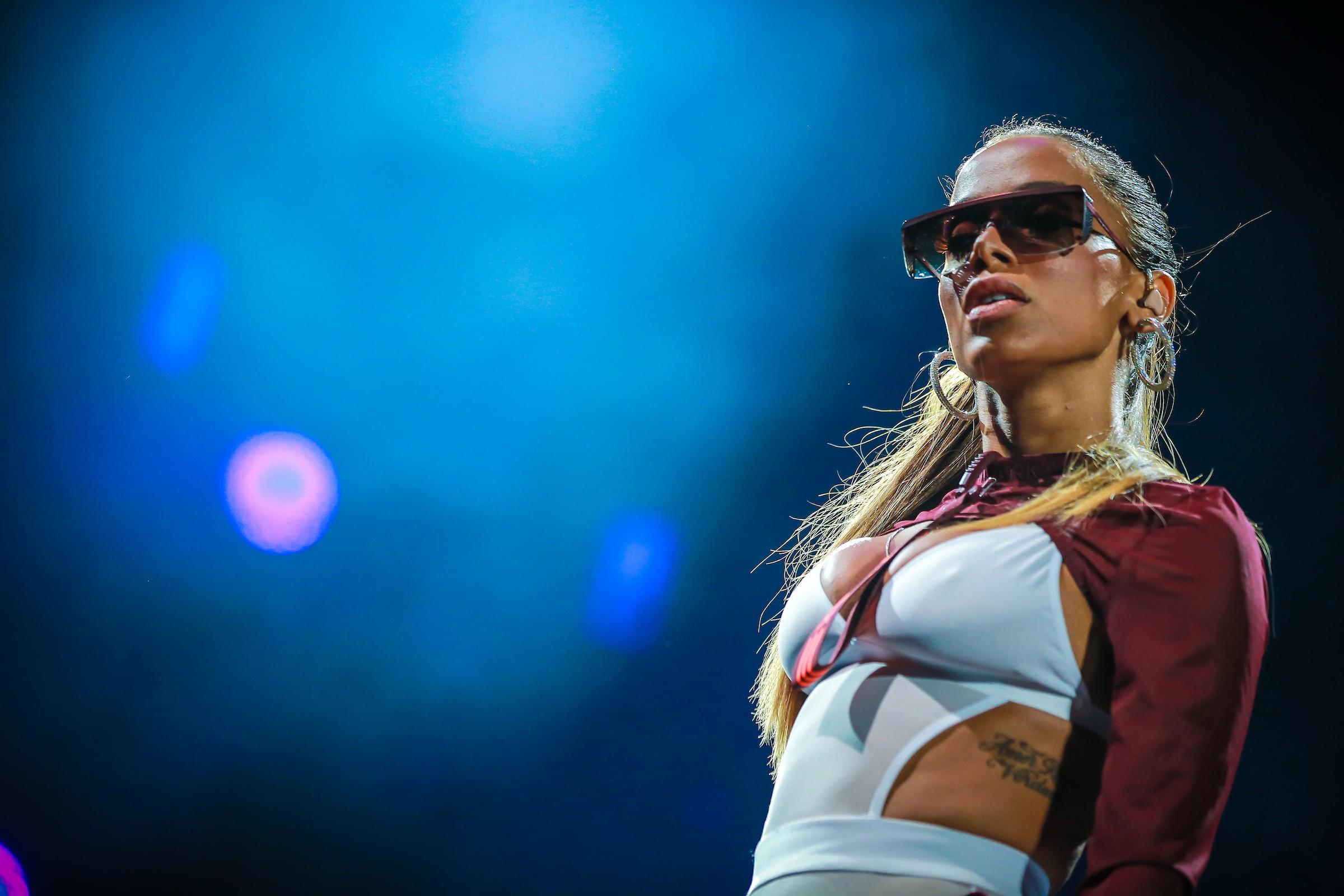 'Short 'tipo Anitta' significa que ela é independente', diz cantora após ser citada por motorista