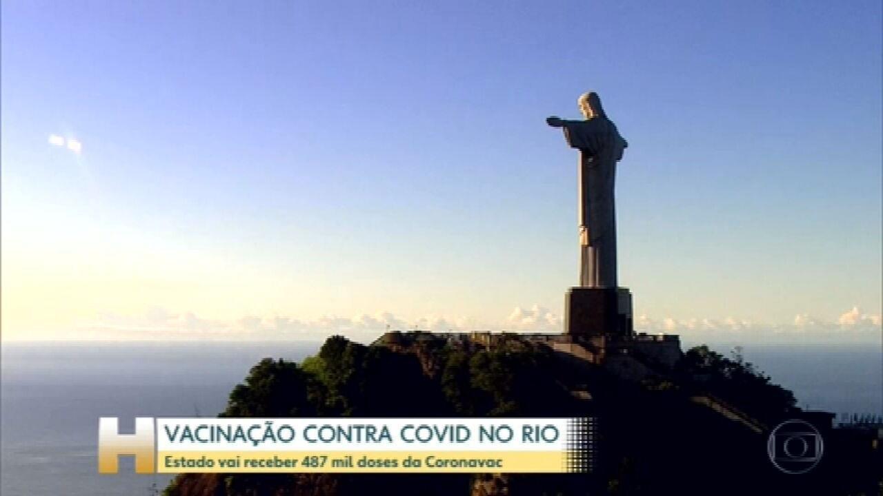 Após prever receber vacinas às 13h, governo do RJ não sabe quando lote chegará