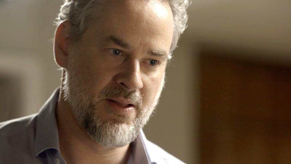 Em 'A Força do Querer', Eugênio (Dan Stulbach) quer saber a verdade de Ritinha (Isis Valverde) — Foto: TV Globo