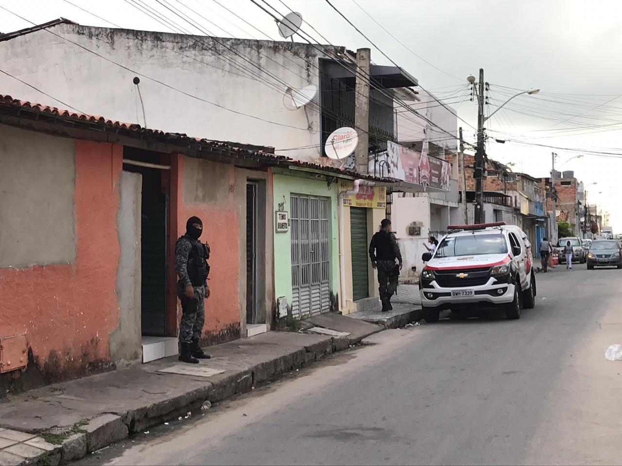 Operação policial cumpre mandados de prisão e busca e apreensão contra suspeitos de tráfico em Maceió - Notícias - Plantão Diário