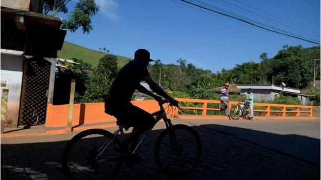 Rotina de Barão de Cocais mudou bruscamente em fevereiro, quando foi decretado nível 2 de alerta em barragem (Foto: REUTERS/WASHINGTON ALVES/BBC)