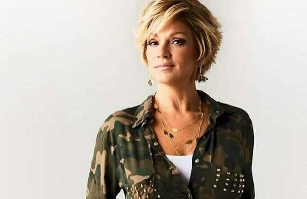 Andréa de Nóbrega, ex-mulher de Carlos Alberto de Nóbrega, é atriz e já fez parte do elenco de 'A praça é nossa', no SBT (Foto: Reprodução)