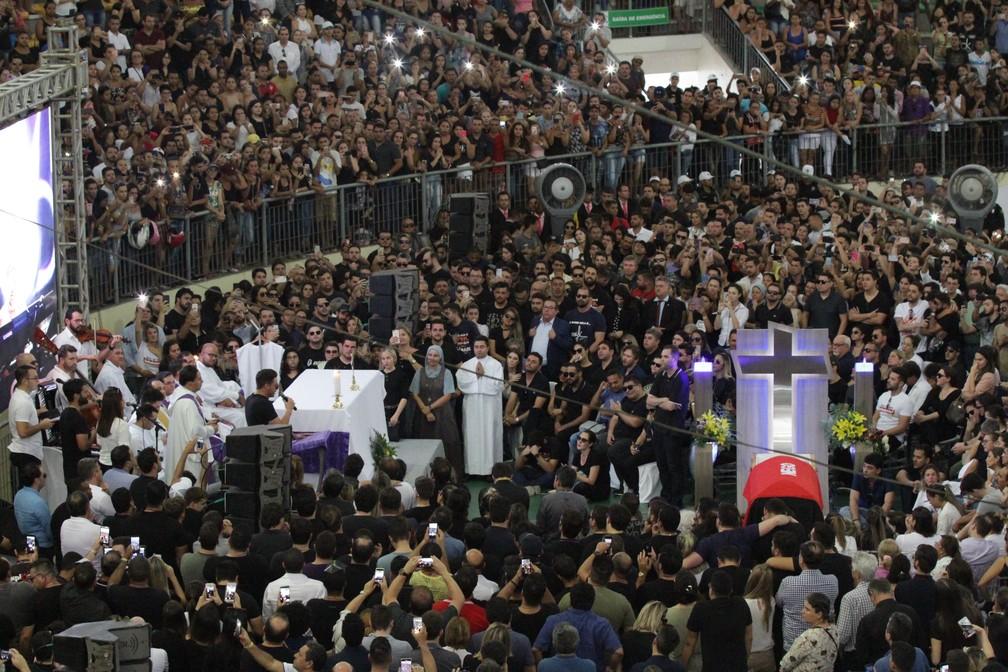 Multidão acompanhou velório de Gabriel Diniz, em João Pessoa — Foto: Diogo Almeida/G1