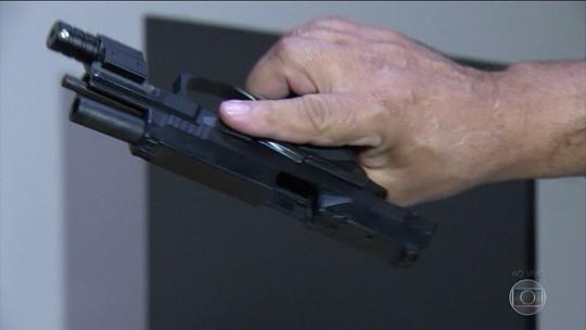 Polícia do RJ encontra arma que matou marido de Flordelis no quarto de um filho do casal