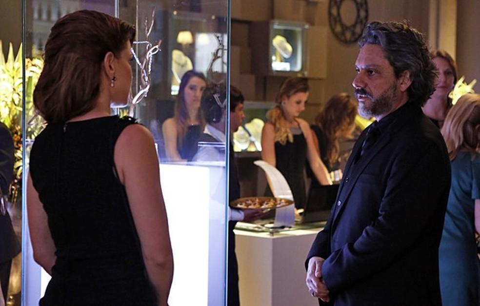José Alfredo (Alexandre Nero) humilha Cristina (Leandra Leal) na festa da Império — Foto: Fábio Rocha/Globo