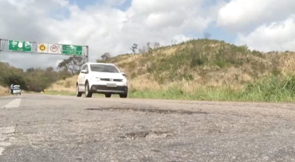 Falta de estrutura adequada nas estradas do Ceará é um dos fatores para os acidentes. (Foto: Reprodução/TV Verdes Mares)