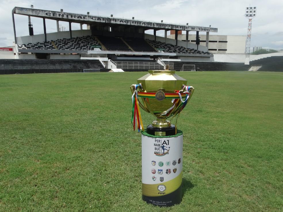Taça visitou o Lacerdão  (Foto: Lafaete Vaz / GloboEsporte.com)