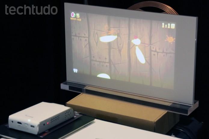 Projetores da Butterfly permitem jogar games na parede (Foto: Isadora Díaz/TechTudo)
