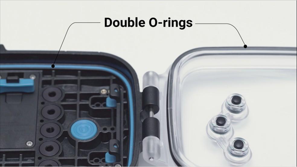 Diveroid possui duas partes: uma para ajustar o celular e outra pra acessar o display — Foto: Divulgação/Diveroid