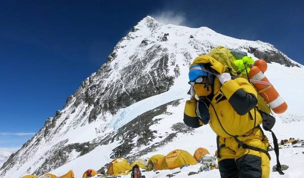 Superlotação no Monte Everest provoca mortes e polêmicas
