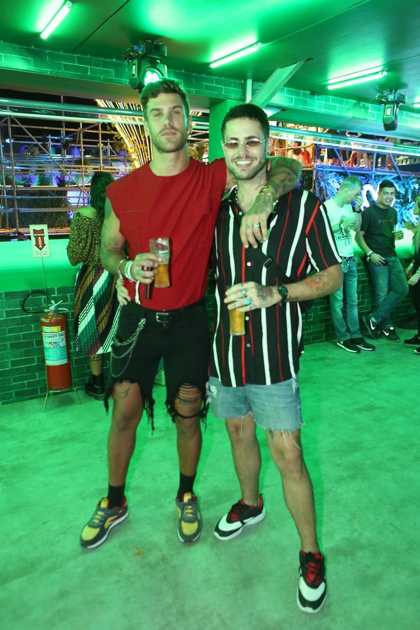Rodrigo Malafaia e o noivo, Leandro (Foto: Ricardo Cardoso/Editora Globo)