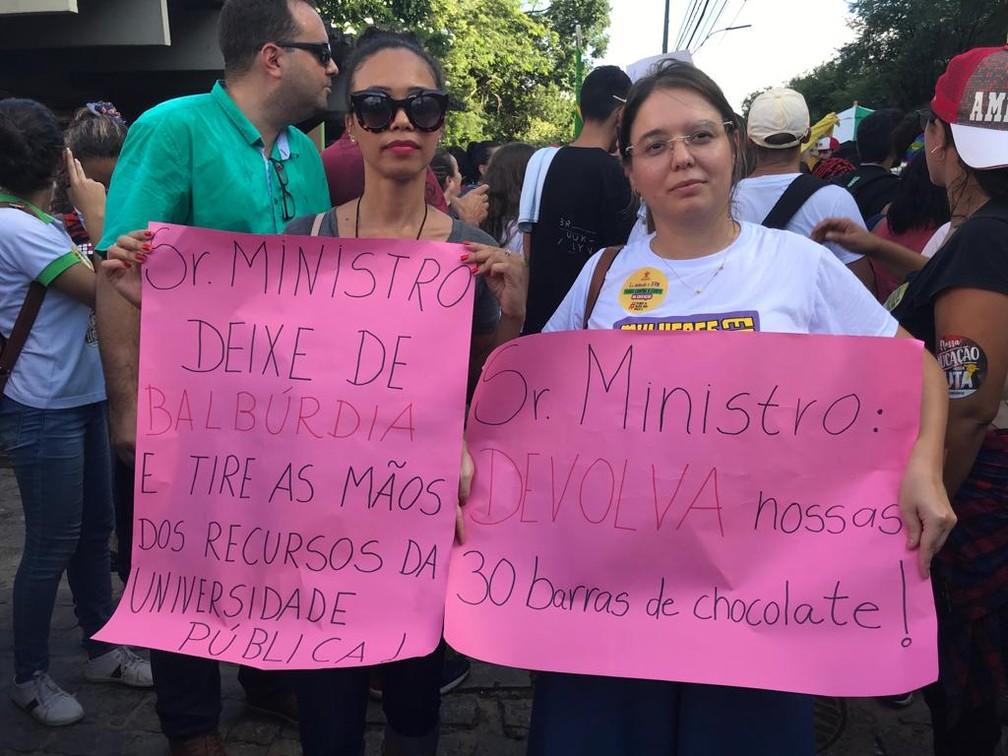 Natal (RN) - Protesto contra bloqueios na educação — Foto: Rafael Barbosa/G1
