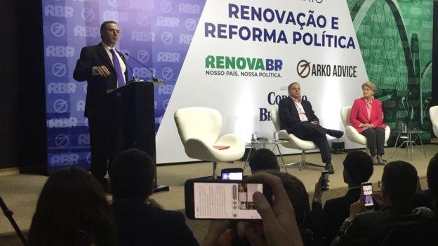 Em fala aos bolsistas do RenovaBR, Barroso criticou presidencialismo e defendeu novas medidas para uma reforma política (Foto: Divulgação/RenovaBR)