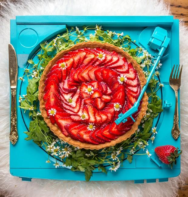 Torta de Morango, do livro Confeitaria Escalafobética, da Raiza Costa (Foto: Confeitaria  Escalafobética/Divulgação )