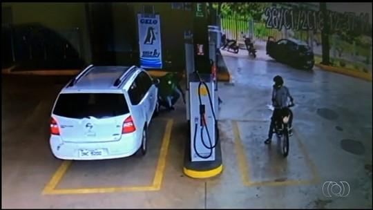Câmera registra criminosos roubando posto de combustível em Caldas Novas