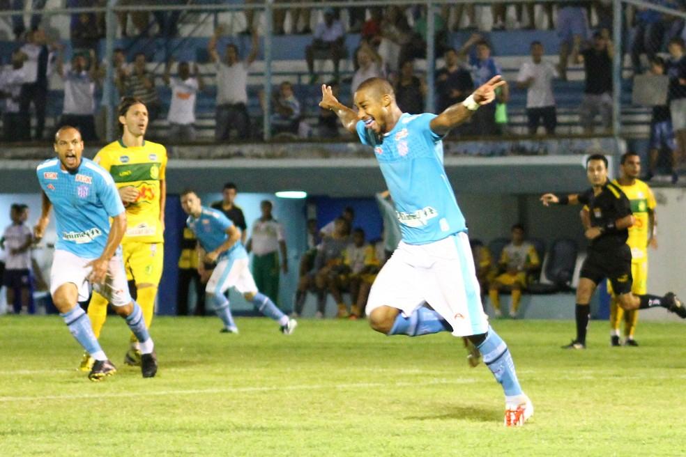 Flávio comemora gol diante do Mirassol na A2 de 2014 (Foto: Daniel Rizzi / Agência BOM DIA)