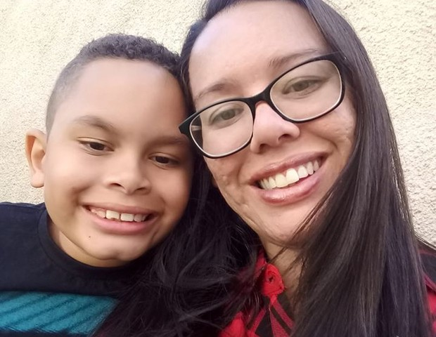 Resultado de imagem para Menino autista pede ao Papai Noel que amigo, também autista, aprenda a falar