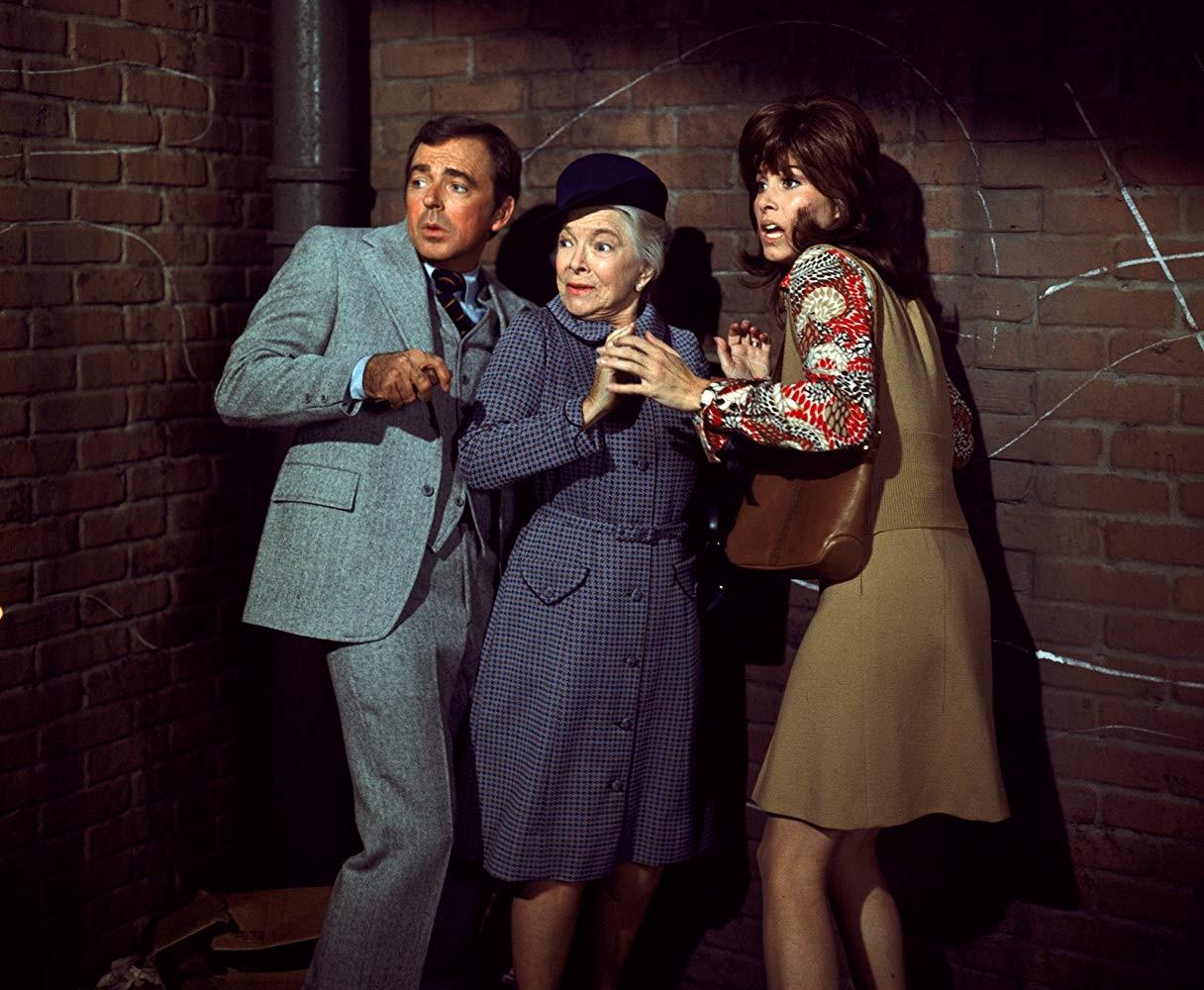 Ken Berry, Helen Hayes, e Stefanie Powers em Herbie Rides Again (1974) (Foto: Divulgação)