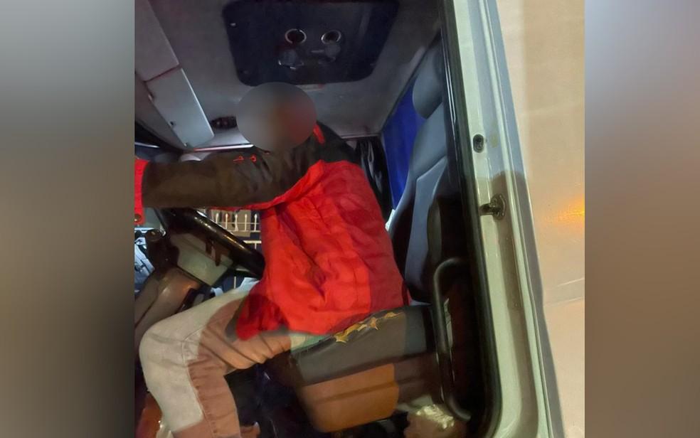 Caminhoneiro é preso dirigindo bêbado em Anápolis, Goiás — Foto: Divulgação/Polícia Civil