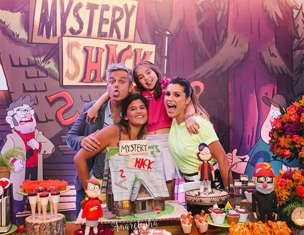 Otaviano Costa com Flávia Alessandra, Olivia e Giulia (Foto: Instagram)