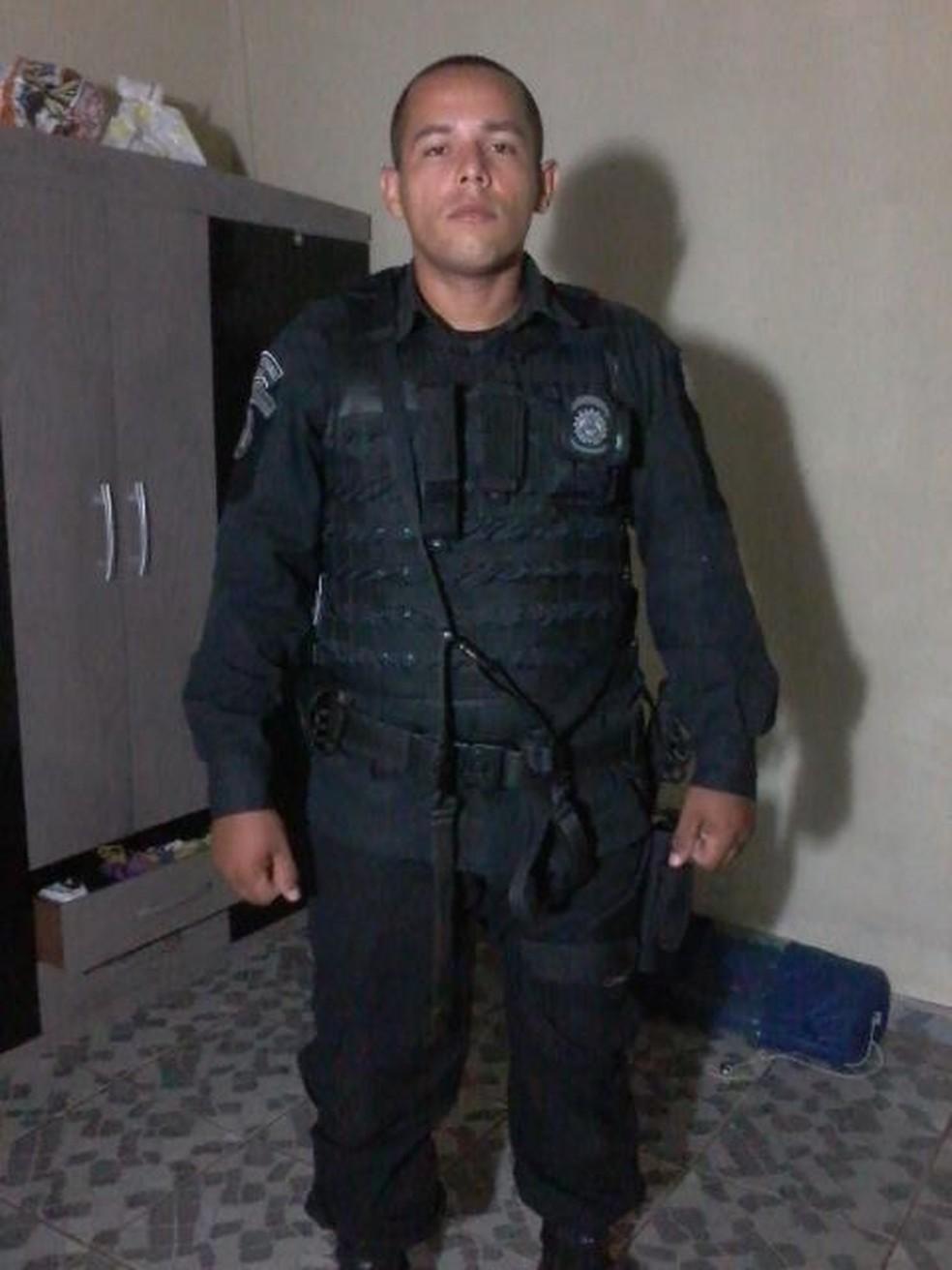 Agente foi achado morto com um tiro na cabeça em no Bujari (Foto: Reprodução/Facebook)