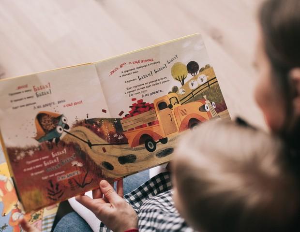 Leia com o seu filho! (Foto: Pexels)
