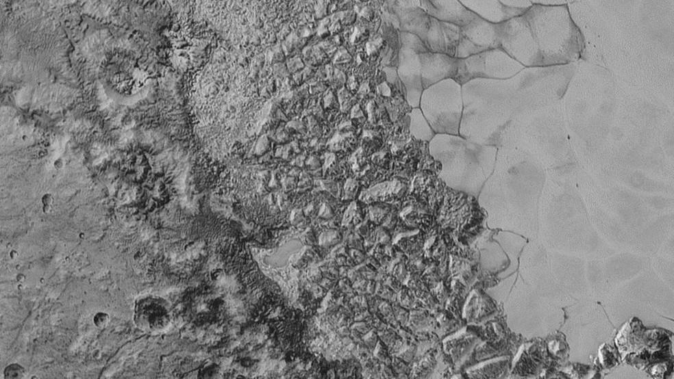 Até então, dunas só eram reconhecidas como existentes na Terra, em Marte, em Vênus, em Titã - a maior das luas de Saturno - e no cometa 67P (Foto: Nasa)