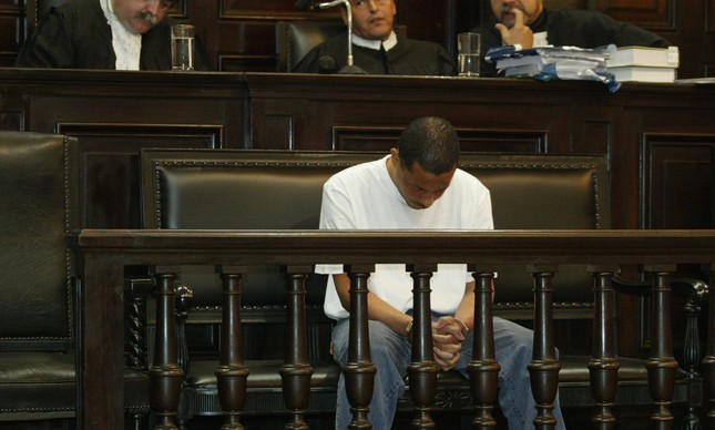 Elias Maluco no banco dos réus no dia de sua sentença, em 2005