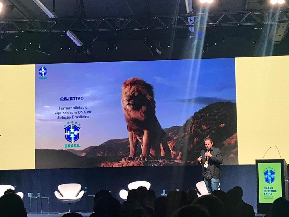 André Jardine em palestra na Brasil Futebol Expo — Foto: Martin Fernandez