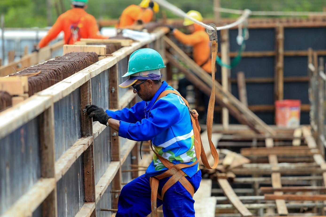 Comércio e indústria puxam queda de empregos formais em março no Amapá