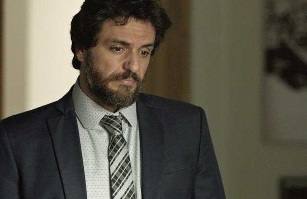 No sábado (28), Caio (Rodrigo Lombardi) dirá a Bibi que Rubinho não vai ser absolvido (Foto: Reprodução)
