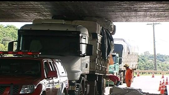 Ponte do Bragueto, no DF, vai ter barreira para vetar caminhão acima da altura limite