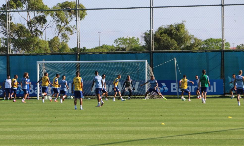 Grêmio acerta detalhes no treino de sexta — Foto: Tomás Hammes/GloboEsporte.com