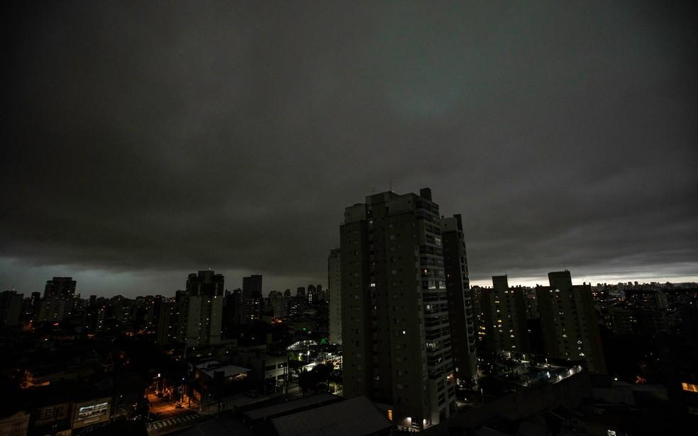 Chuva se forma em São Paulo — Foto: Bruno Rocha/FotoArena/Estadão Conteúdo