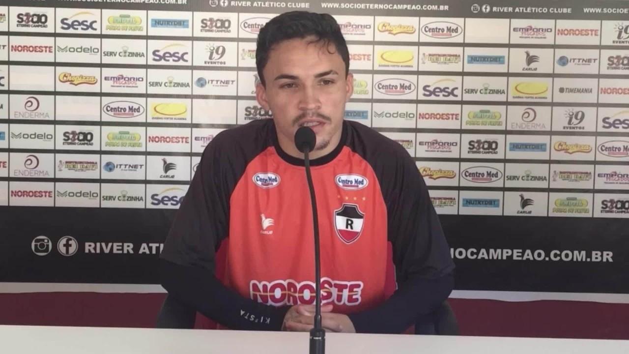 Bruninho se põe à disposição de Flávio Araújo para time titular na Série D; veja coletiva