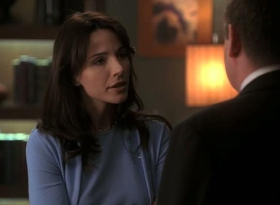 A atriz Lisa Sheridan em cena da série CSI (Foto: Reprodução)