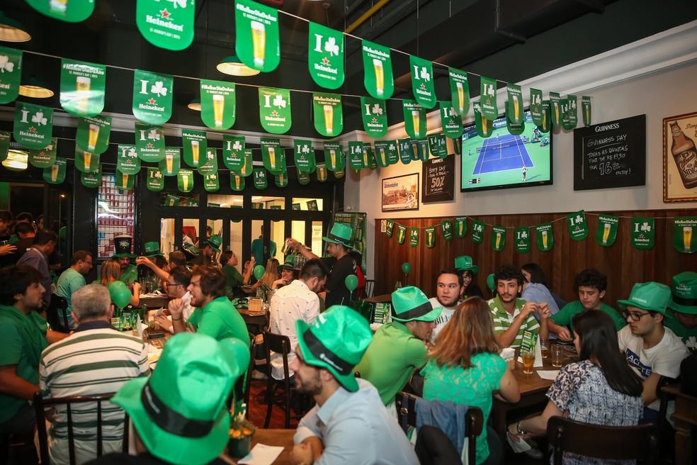 Bares de Porto Alegre se colorem de verde no Saint Patricks Day — Foto: Jefferson Bernardes/Divulgação