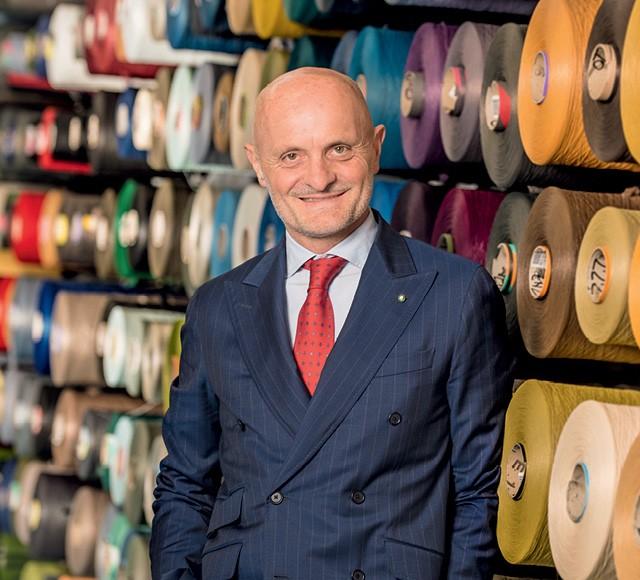 Giulio Bonazzi, CEO do grupo italiano Aquafil, acreditou nos negócios ambientalmente corretos, ao resolver trocar petróleo por lixo para fabricar fios de nylon (Foto: Matteo De Stefano/Divulgação)