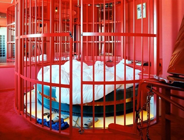 Motel japonês com cela em suíte